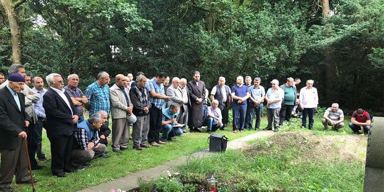 Dinslaken'de Arife günü müslüman mezarlığı ziyaret edildi