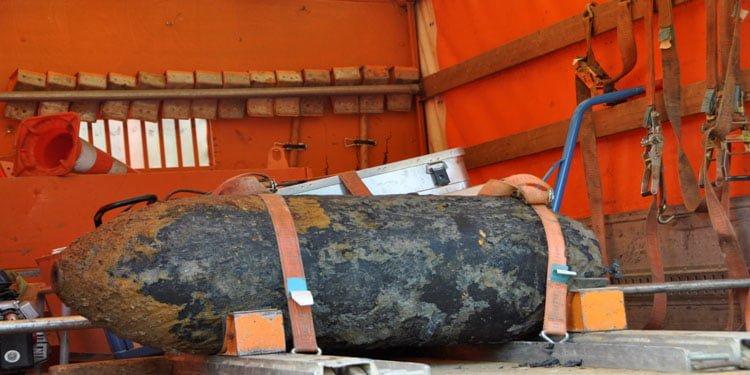 Almanya'da topraktan bomba fışkırıyor